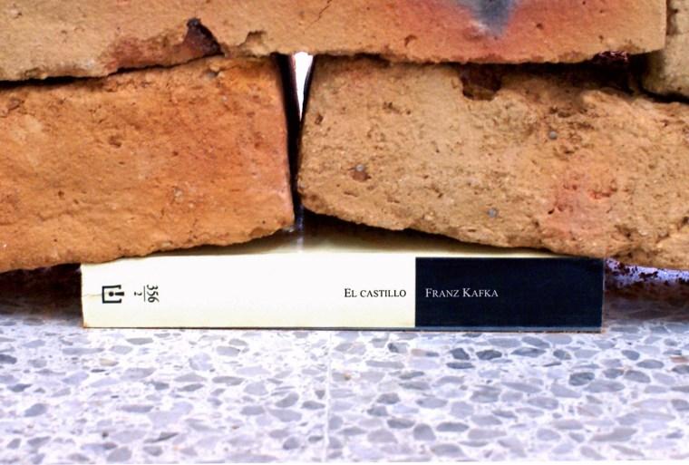 Méndez Blake choisit <i>Le Château</i> pour rendre hommage</br> à Kafka.